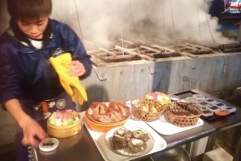 長崎県雲仙市_温泉熱の蒸し窯焼き_これから蒸されるモノたち