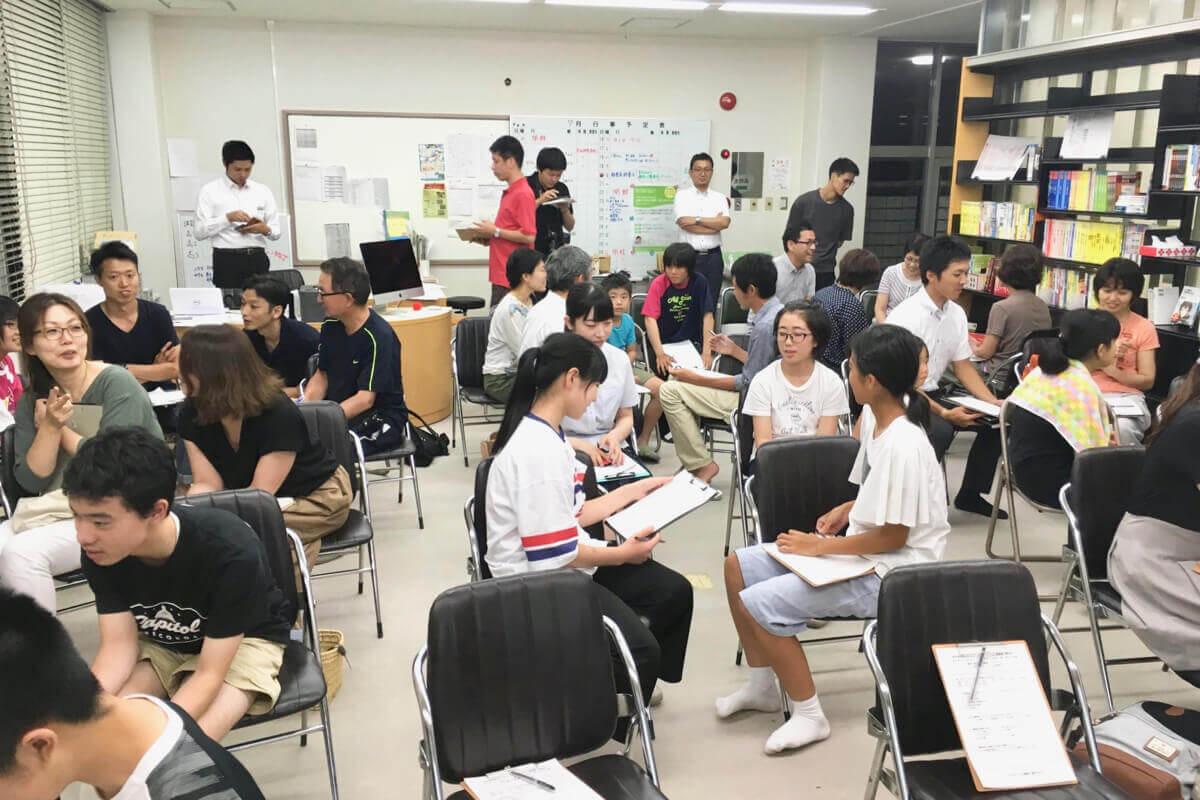高校生の塾は、<br>小学生や大人も集まる場に<br>地域の課題を解決する塾