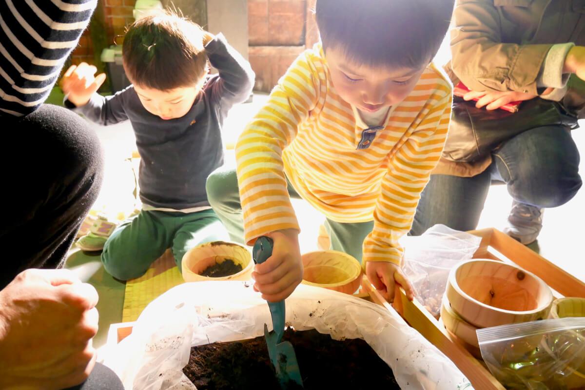 日本の山を守り育てるため体を動かし、五感で感じる暮らすような働き方
