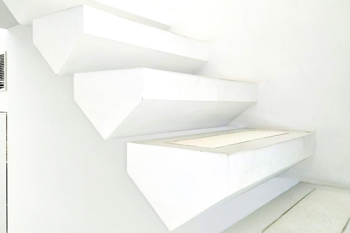 壁から生える階段<br>重力を感じさせない壁<br>すごい!を支える緻密な仕事