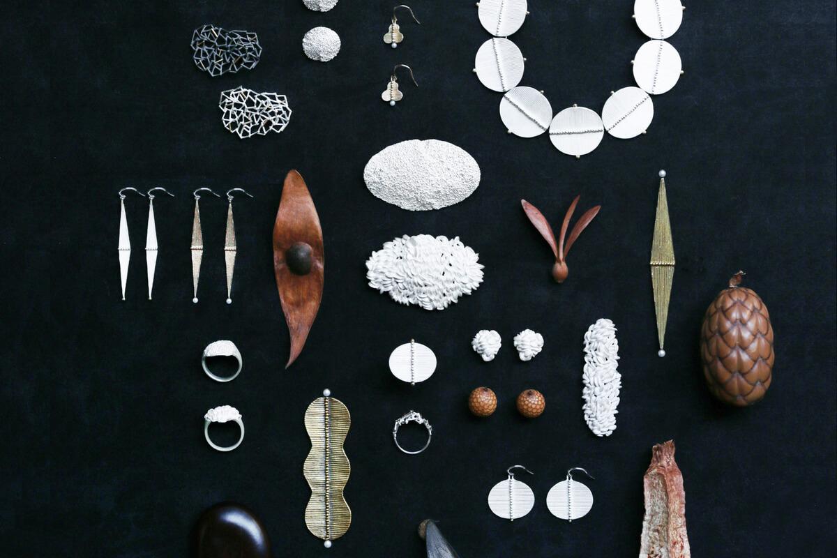 微生物から満月まで<br>世界の美しさを<br>込めるジュエリー