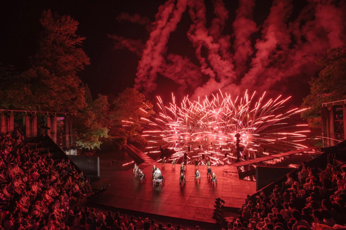 世界の舞台芸術が集う夏天空の村、 演劇の聖地へ