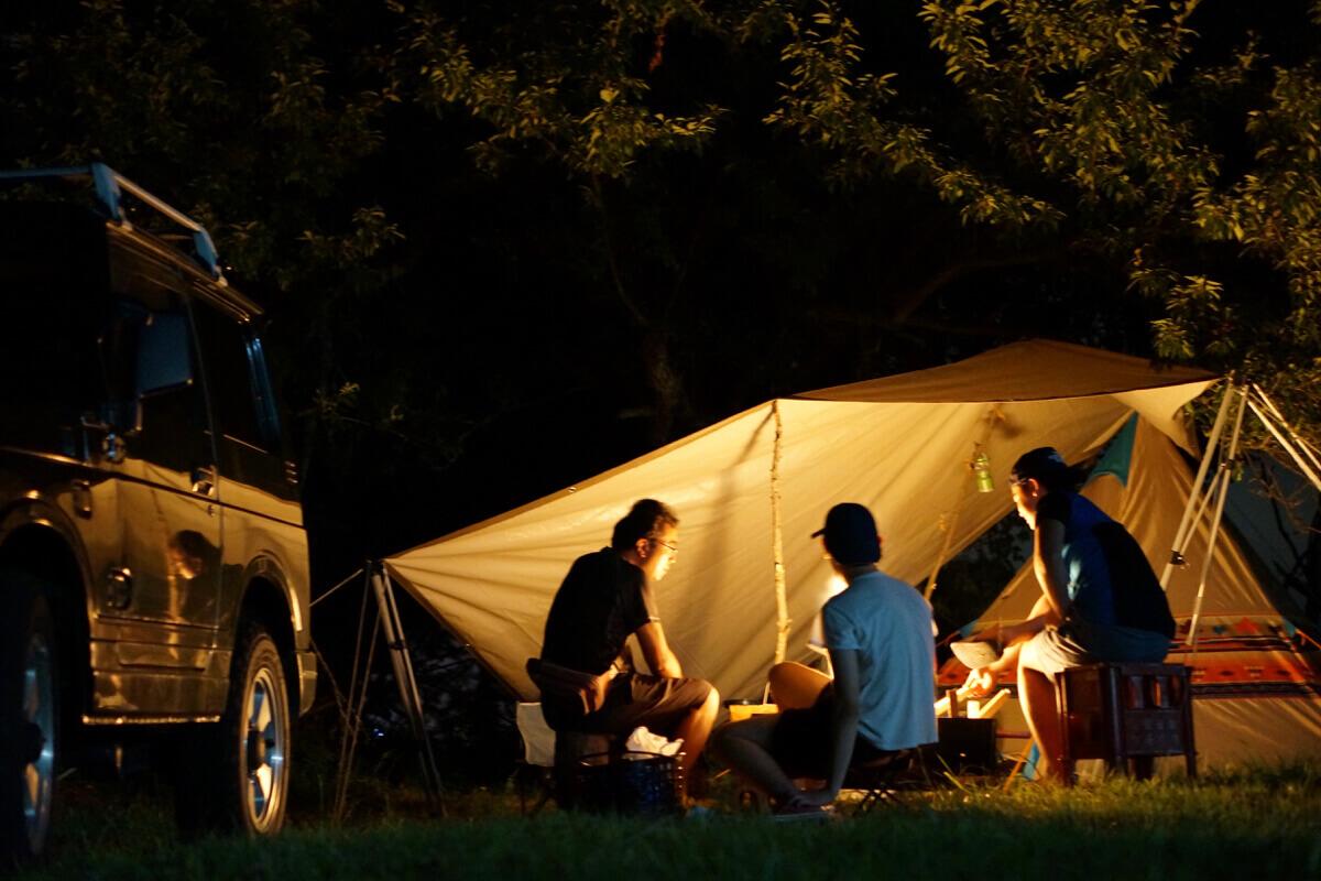 焚き火を囲んで、原点回帰ベースキャンプから地域を冒険する