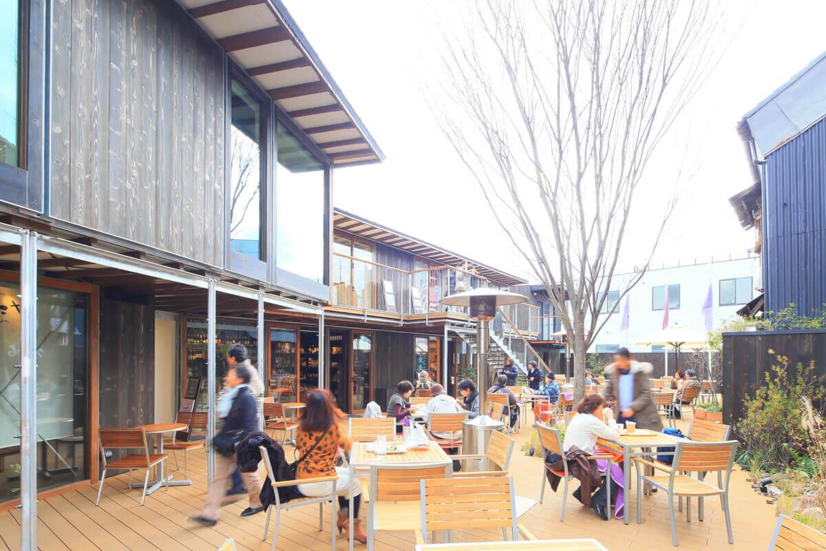 箱根峠を越えた先にまちと世界が交わる現代の宿場町をつくる