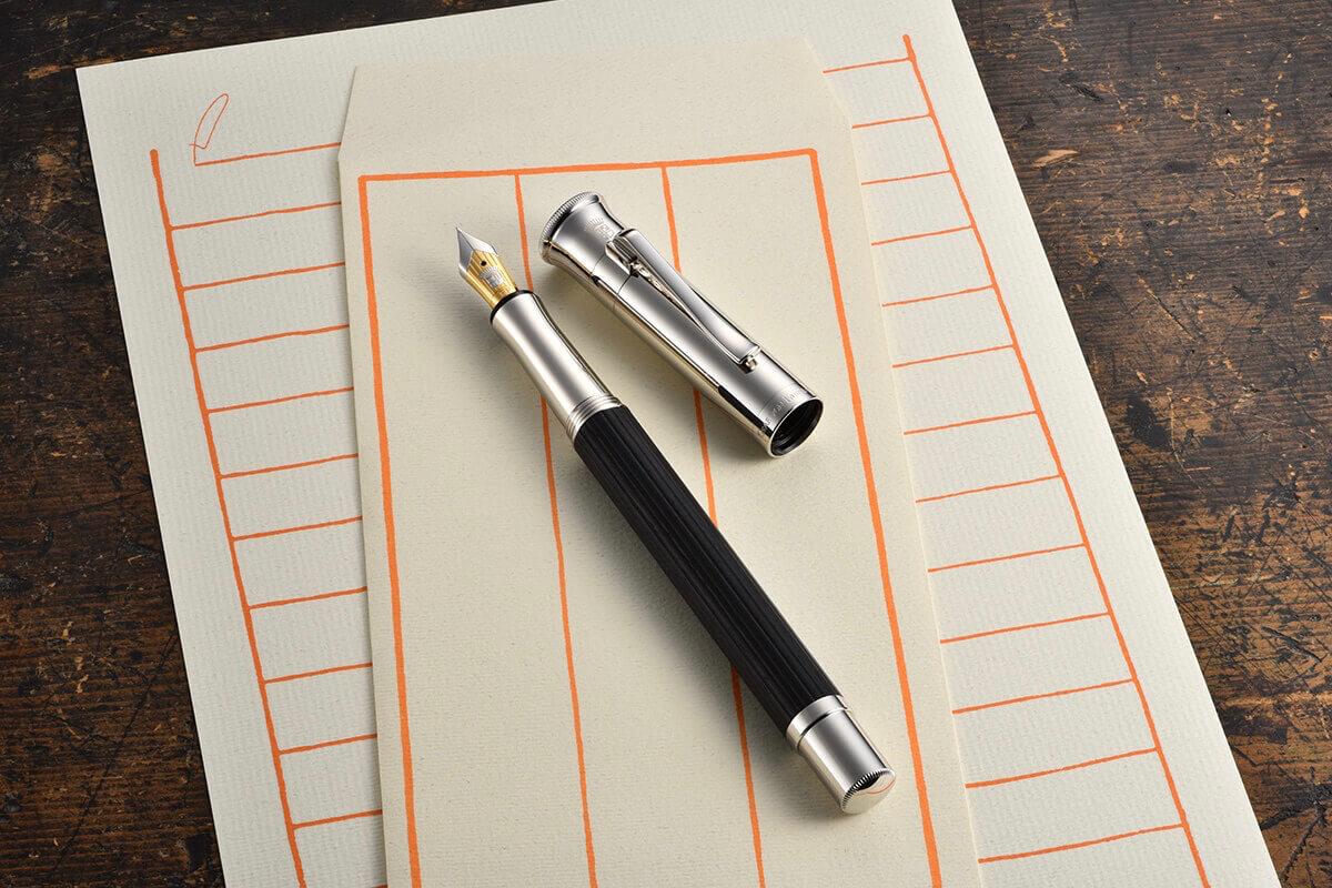 ペンというカルチャー 手書きの時間を 味わう書斎